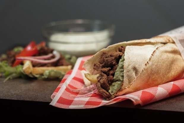 Empresa lança franquia de sanduíche árabe e apresenta iguaria do Oriente Médio